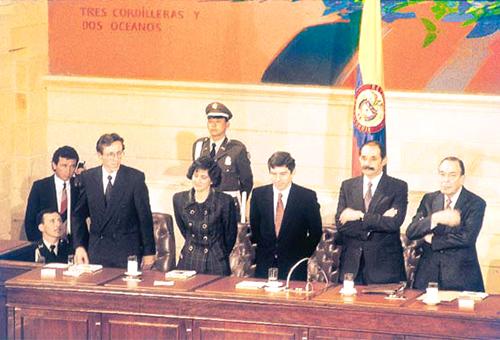 Miembros de la Asamblea Nacional Constituyente de 1991 en el Capitolio Nacional.