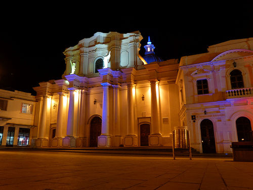 La Catedral de Popayán ubicada en el Parque Caldas de la ciudad de Popayán.