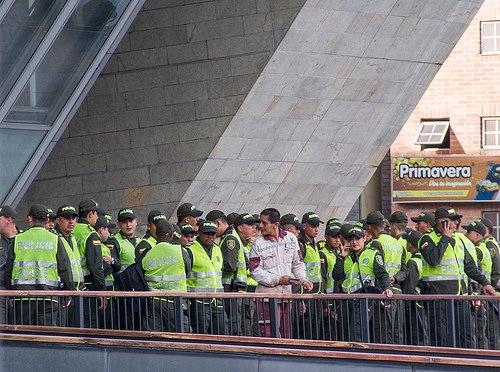 Patrulleros de la Policía Nacional en Medellín.