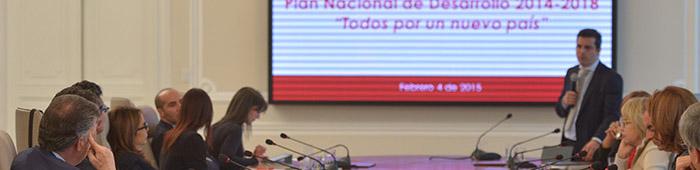 El Director de Planeación Nacional, Simón Gaviria, presenta el Plan Nacional de Desarrollo.
