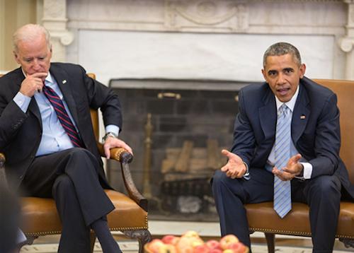 El Presidente Estadounidense Barack Obama reunido con el Vicepresidente Joe Biden en la Casa Blanca.