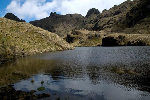 Laguna La Rusia en el Parque Nacional Natural Las Hermosas en el departamento del Tolima.