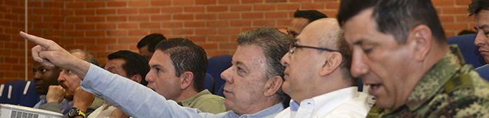 El Presidente Santos acompañado del Mindefensa Pinzón y el Fiscal General dela Nación Eduardo Montealegre.