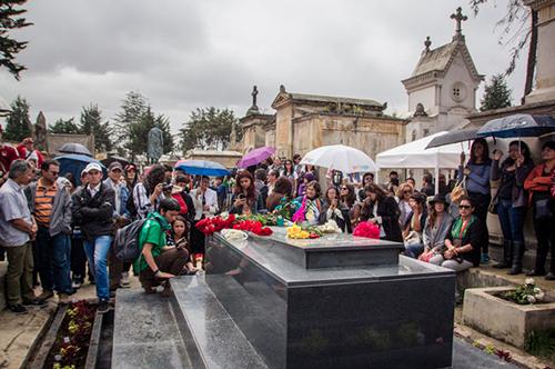 Inhumación del cuerpo de Carlos Pizarro en el Cementerio Central de Bogotá.