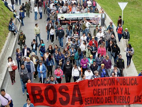 Manifestantes durante el paro de maestros en Bogotá.