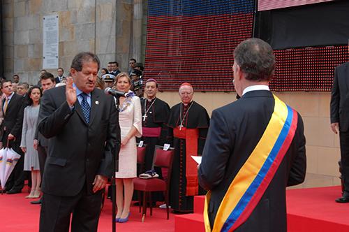 Angelino Garzón en su posesión como vicepresidente para el primer mandato del Presidente Santos.