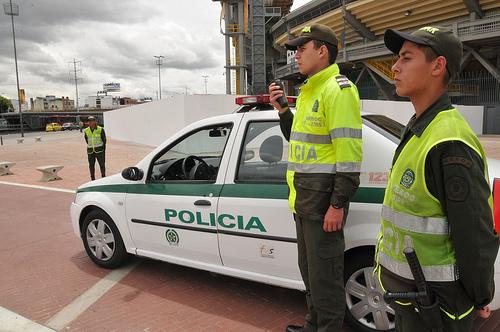 Efectivos de la Policía Nacional en las inmediaciones de la estación Campín de Transmilenio.