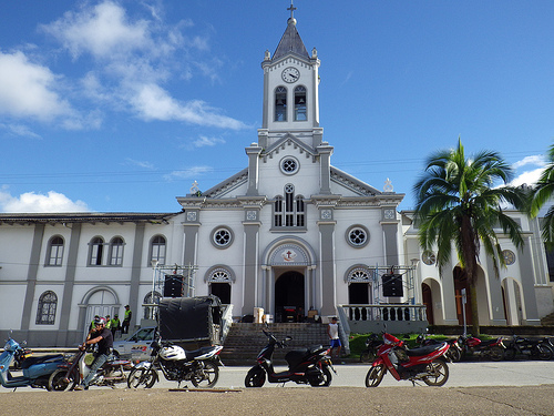Iglesia en la Plaza central del municipio de Mocoa, capital del departamento de Putumayo.