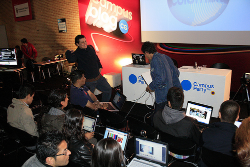Usuarios de facebook asisten al  Campus Party en Corferias.