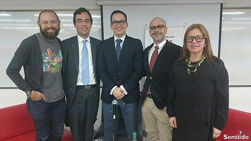 Foro de adopción igualitaria en la Universidad del Rosario.