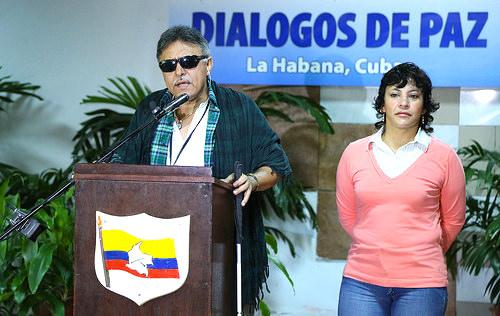 Los delegados de paz de las FARC, Jesús Santrich y Maritza Sánchez.