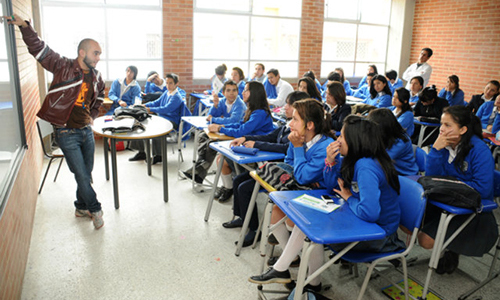 Clase en un colegio oficial de Bogotá.