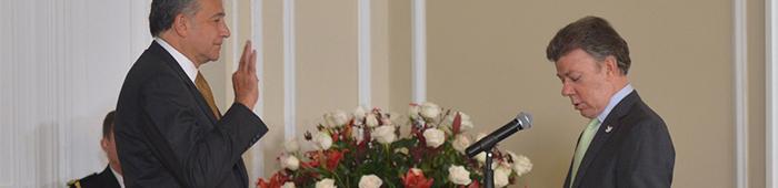 El Presidente Santos nombra al General Naranjo como Ministro Consejero del Post-conflcto.