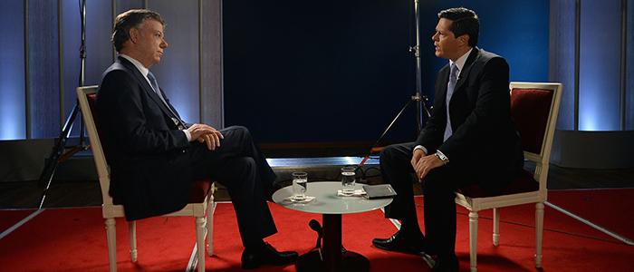 El Presidente Santos en entrevista con el Director de Caracol Noticias.