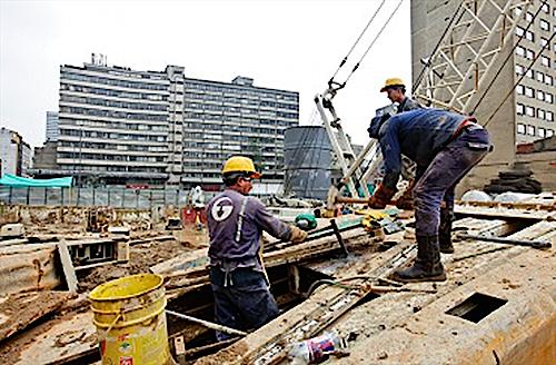 Trabajadores en una construcción al centro de Bogotá.