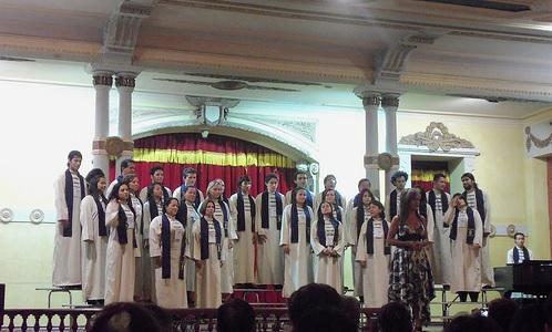 Presentación del coro del Conservatorio de Ibagué en la Sala Alberto Castilla.