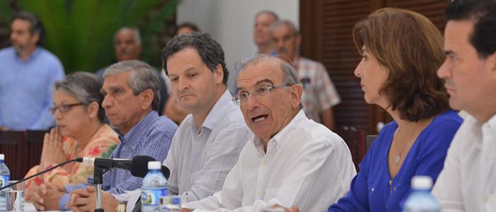 Delegación de Paz del Gobierno Nacional en cabeza de Humberto de la Calle.