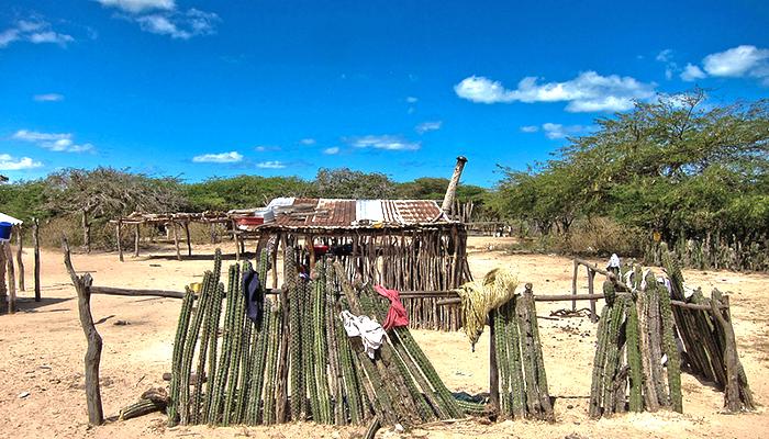 Población Wayuu en el Santuario de Flora y Fauna Los Flamencos en La Guajira.