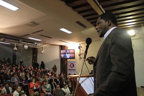 Asistentes al Encuentro Nacional de Paz, en Bogotá.