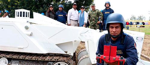 Ejercicios de entrenamiento para la desactivación de minas antipersona.
