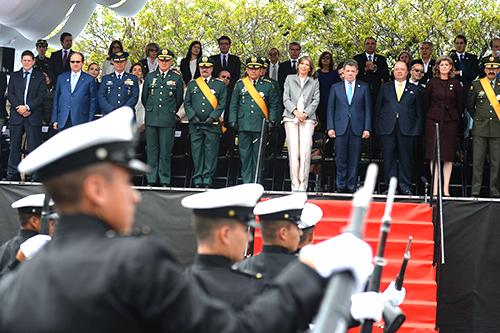 El Presidente Santos durante el desfile militar del 20 de julio.
