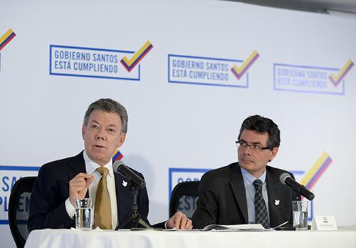El Presidente Santos y el Ministro de Salud Alejandro Gaviria.