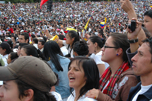 Congregación de ciudadanos en el Parque Simón Bolívar de Bogotá.