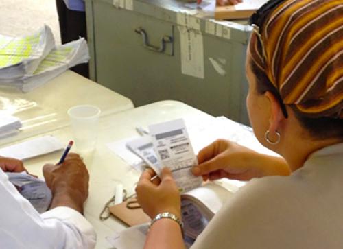 Escrutinio de votos durante las pasadas consultas electorales de los partidos políticos.