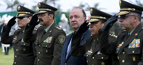 El Ministro de Defensa Luis Carlos Villegas, en la Escuela General Santander.