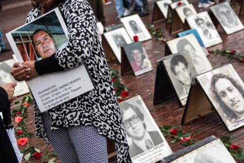 Homenaje a las víctimas de desaparición forzada en la Plaza de Lourdes en Bogotá.