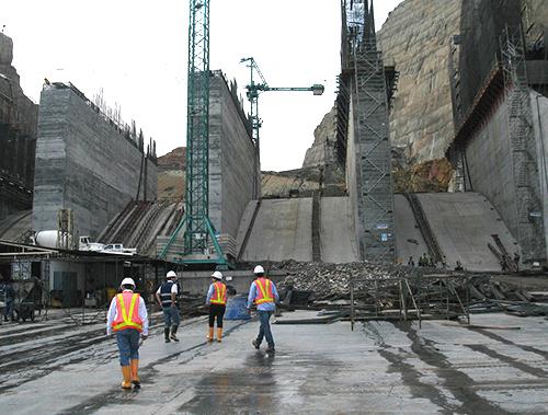 Construcción de la Hidroeléctrica de Sogamoso.