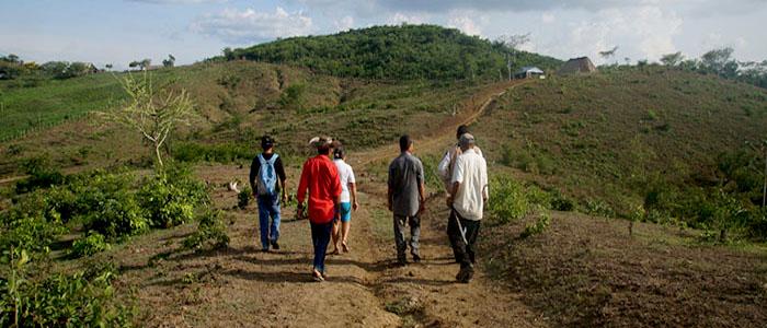 Familia campesina retorna a sus predios luego de ser desplazados por las FARC en el corregimiento de Hato Nuevo, en Carmen de Bolívar.