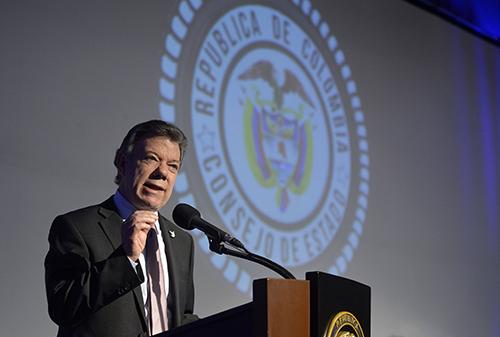 Ante la caída de los precios internacionales del carbón el Presidente Santos ha otorgado más prebendas a las PINES.