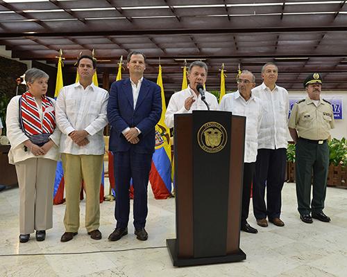 El Presidente Santos y la Delegación de Paz del Gobierno en La Habana, Cuba.