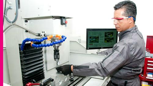 Trabajador especializado del sector industria.