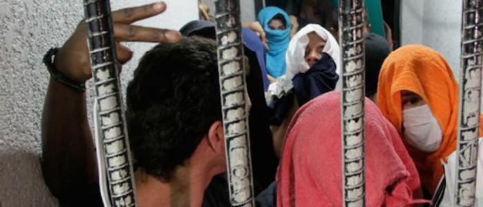 Jóvenes capturados y retenidos en la Unidad Permanente de Justicia de Puente Aranda en Bogotá.