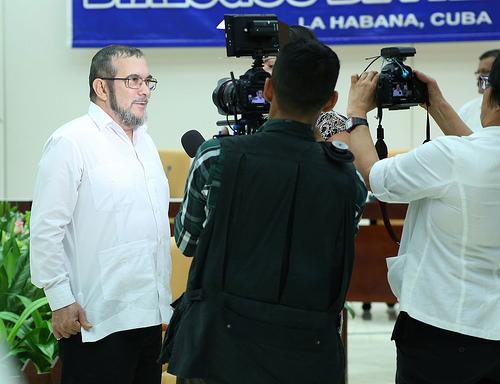 """Timoleón Jiménez """"Timochenko"""" ante la prensa en La Habana, Cuba."""