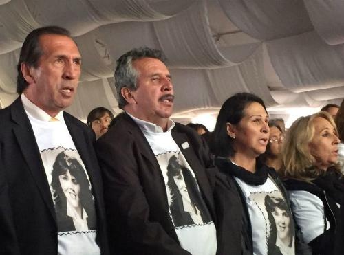 Familiares de víctimas durante el acto de perdón del Estado en conmemoración del Holocausto del Palacio de Justicia.
