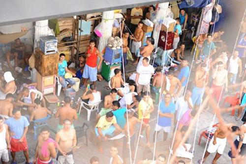 Hacinamiento en el Establecimiento Penitenciario y Carcelario de Mediana Seguridad de Riohacha, uno de los más congestionados del país.