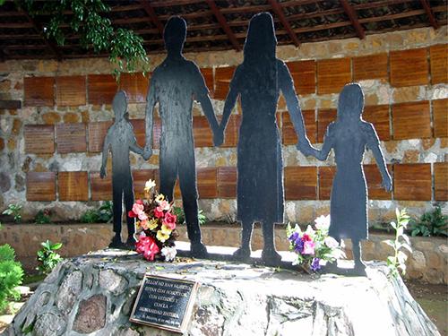 Memorial de la Masacre del Mozote en El Salvador, perpetrada el 11 de diciembre de 1981.