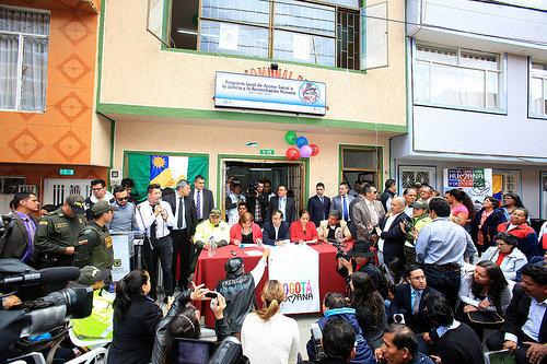 El Alcalde Mayor Gustavo Petro entrega una casa de Justicia Social en el sector de Diana Turbay.