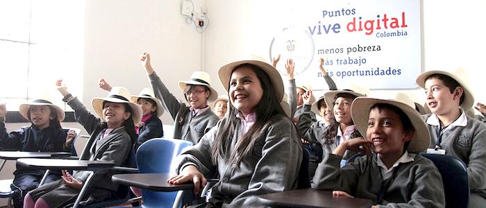 Niños en teleconferencia con la nasa en el Punto ViveDigital de Teusaquillo.