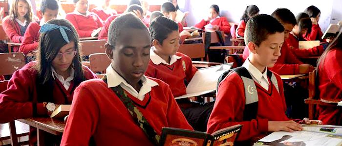Estudiantes del Colegio Oficial Villas del Progreso en Bogotá.