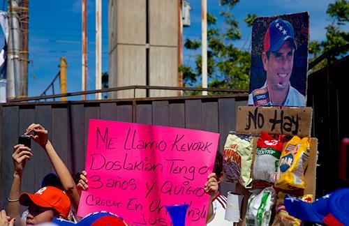 Seguidores de Henrique Capriles se manifiestan en la ciudad de Cumaná, capital del Estado de Sucre.