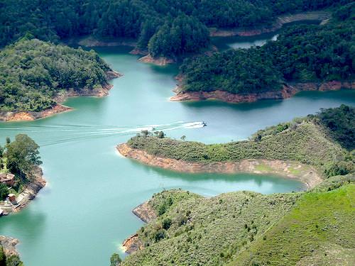 Embalse El Peñol de Guatapé en el departamento de Antioquia.