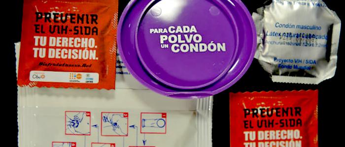 Preservativos y material para la prevención del VIH.
