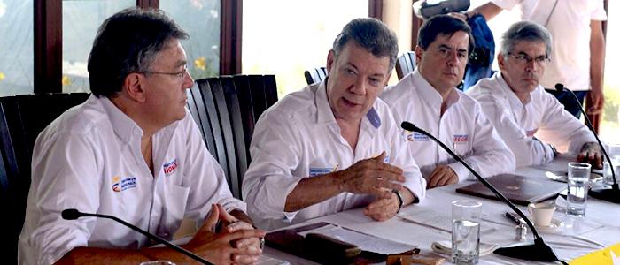 El Presidente Juan Manuel Santos junto al Ministro de Hacienda Mauricio Cárdenas Santamaría.