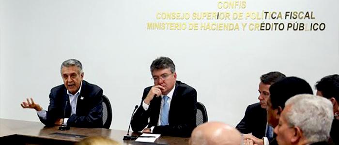 Reunión del MinTrabajo Luis Eduardo Garzón y el MinHacienda Cárdenas con la Comisión Permanente de Concertación de Políticas Salariales y Laborales.