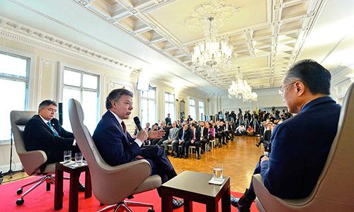 El Presidente Santos y el MinHacienda Cárdenas reunidos con el Presidente del Banco Mundial Jim Yong Kim.