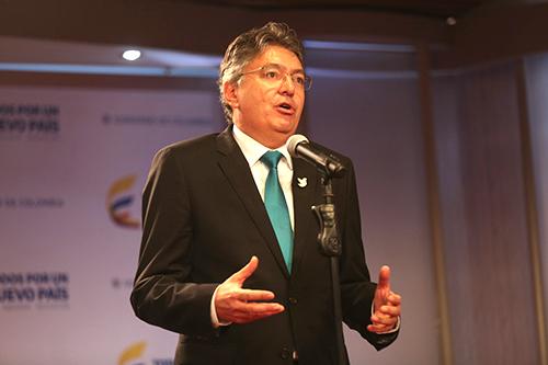 El Minhacienda Mauricio Cárdenas proporcionó información amañada acerca de los proponentes de la subasta de Isagen.